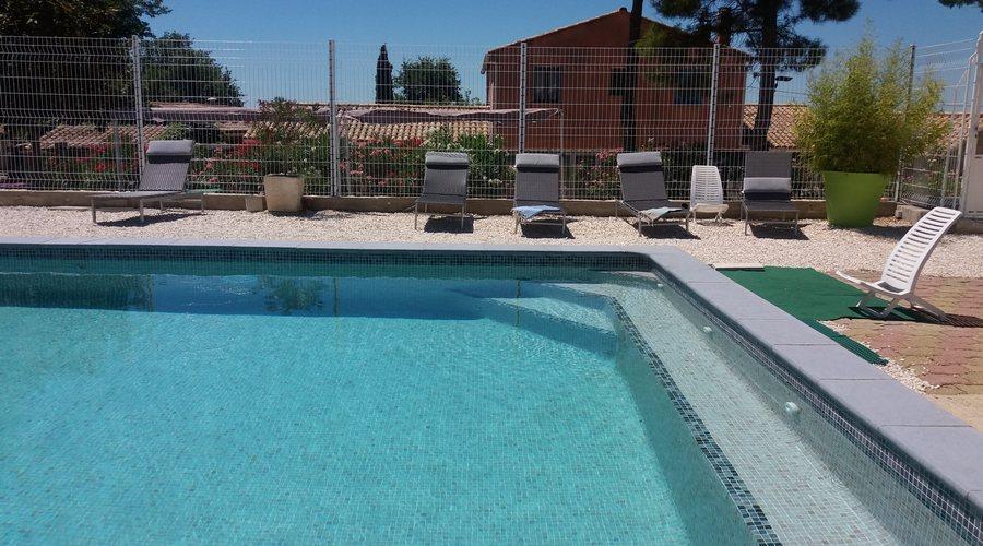 La piscine des olivettes g te familial pr s d 39 uz s pont for Camping pont du gard avec piscine