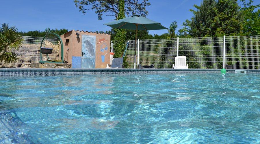 gites avec piscine proche uzes