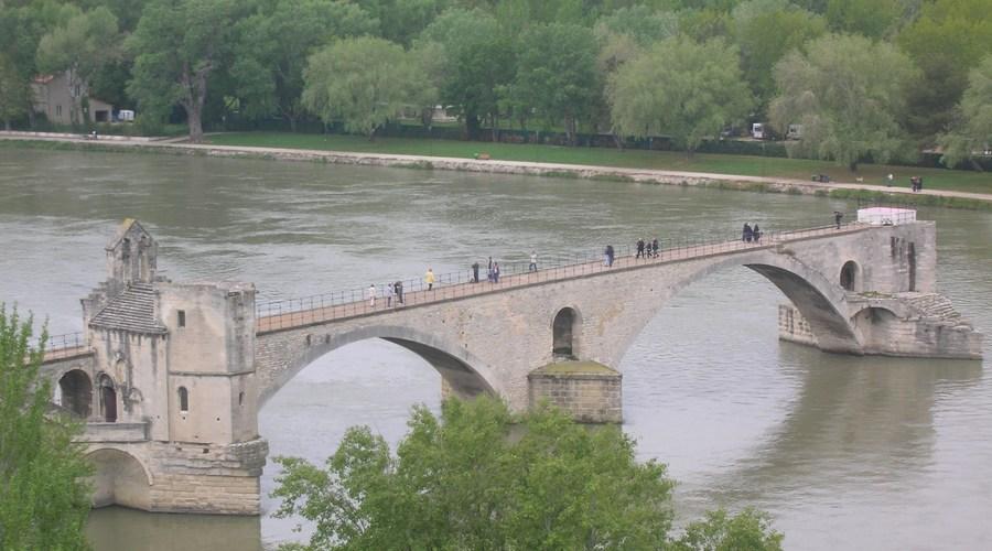 decouverte avignon pont pres du gite