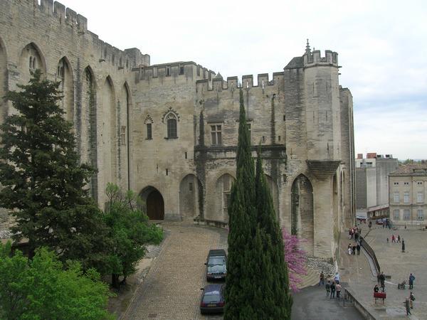 palais des papes a avignon
