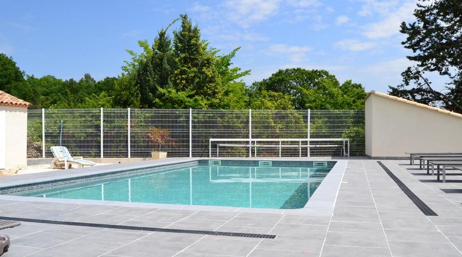 gites avec piscine proche uzes nimes pont du gard